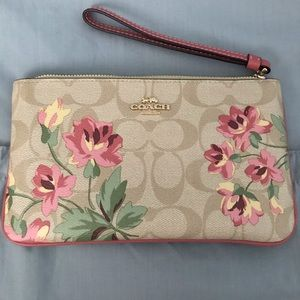 BRAND NEW COACH LARGE WRISTLET WITH LILLY PRINT